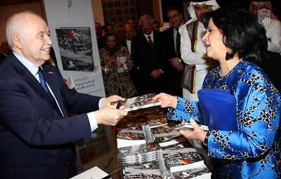 "Her Excellency Samira Rajab Launches Abu-Ghazaleh's Book ""Blankets Become Jackets"" at Sheikh Ibrahim Bin Mohammed Center"